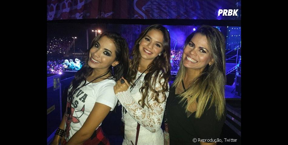 Anitta e Bruna Marquezine assistiram show do One Direction durante a passagem do grupo pelo Brasil