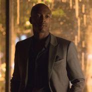 """Final """"The Vampire Diaries"""": Cade (Wolé Parks) aparece na série ao chegar à Mystic Falls!"""