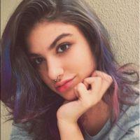 """Giovanna Grigio volta a pintar o cabelo de castanho e deixa madeixas coloridas de lado: """"Voltei"""""""