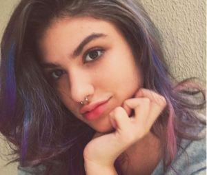 Giovanna Grigio deixa madeixas roxas de lado e pinta cabelo de castanho!