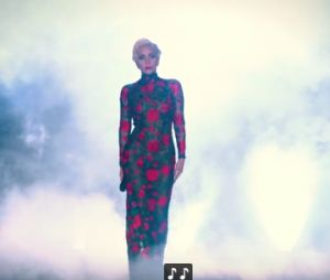 "Lady Gaga lança vídeo oficial de ""Million Reasons"" no Victoria's Secret Fashion Show"