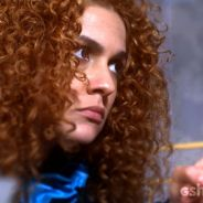 """Em """"Meu Pedacinho de Chão"""": Gina conta para Juliana que beijou Nando"""