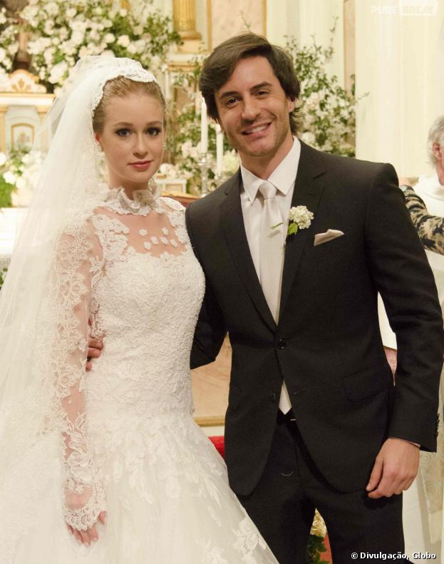 """Depois de perder cópia do manuscrito de """"O Amor de Nicole"""", Thales (Ricardo Tozzi) consegue lançar o livro dedicado à Nicole (Marina Ruy Barbosa) em """"Amor à Vida"""""""