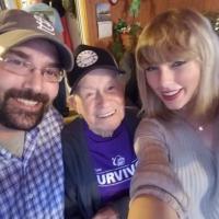 """Taylor Swift presenteia fã de 96 anos com show surpresa e ele elogia: """"É um milagre de Natal!"""""""