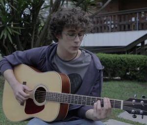 """Filipe Bragança tocando a música tema do filme """"Eu Fico Loko"""""""