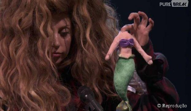 """Lady Gaga cancela dois shows e brinca com a vilã Ursula, da aimação """"A Pequena Sereia"""""""