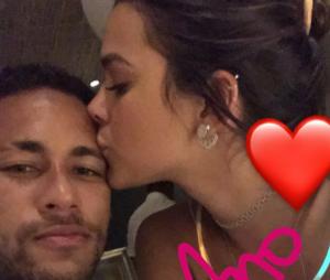 Neymar Jr. volta a comentar foto de Bruna Marquezine e fãs surtam!
