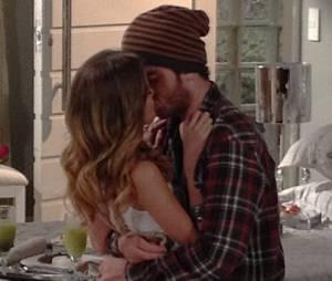 """Sofia (Hanna Romanazzi) sofreu uma decepção com Sidney (Vitor Thiré) em """"Malhação"""""""