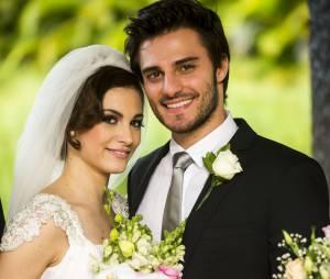 """Hugo Bonemer comemorou o casamento de Martin e Micaela (Laís Pinho) em """"Malhação"""""""