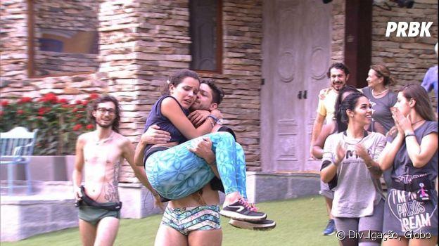 """No """"BBB17"""", Emilly é carregada por Luiz Felipe após 19 horas de prova de resistência!"""
