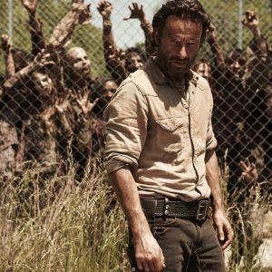 "Em ""The Walking Dead"", na 7ª temporada: Rick (Andrew Lincoln) encontra Jesus e Rei Ezekiel!"