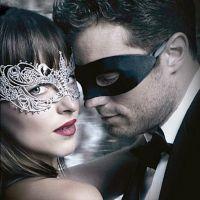 """Filme """"50 Tons Mais Escuros"""", com Jamie Dornan e Dakota Johnson, lidera bilheterias no Brasil"""