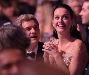 """Katy Perry se pronuncia após término com Orlando Bloom: """"Ainda podem continuar sendo amigos e amar seus ex-parceiros"""""""