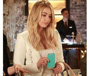 "Hanna Marin (Ashley Benson) aparece fora do colégio e já formada super estilosa em ""Pretty Little Liars"""