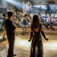"Todo o elenco cantando e dançando durante o crossover musical entre ""The Flash"" e ""Supergirl"""