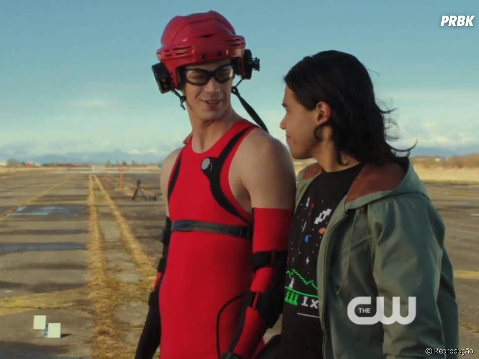 "O cientista Cisco Ramon (Carlos Valdes) vai garantir boas risadas em ""The Flash"""