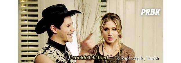 """Shane (Michael Willett) salva a vida de Amy (Rita Volk) em """"Faking It"""""""