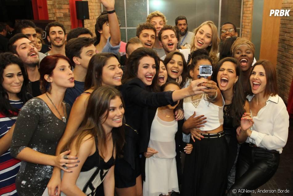 """Bruna Hamu e o elenco de """"Malhação Sonhos"""" se reuniram no Projac para a coletiva de imprensa da novela teen"""