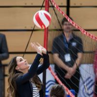Kate Middleton joga vôlei...de salto durante evento em Londres! Oi?