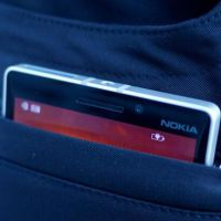 Microsoft anuncia calça capaz de recarregar celulares! Entenda a tecnologia!