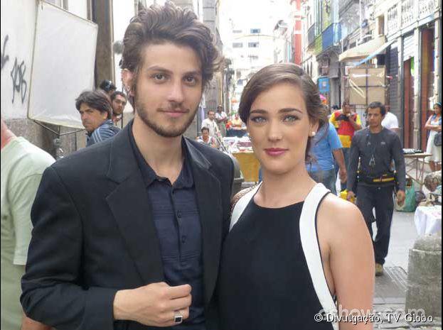 Adriana Birolli e Chay Suede gravam no centro do Rio de Janeiro!