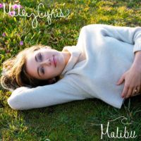 """Miley Cyrus revela prévia e capa do single """"Malibu"""" e data da primeira apresentação ao vivo!"""