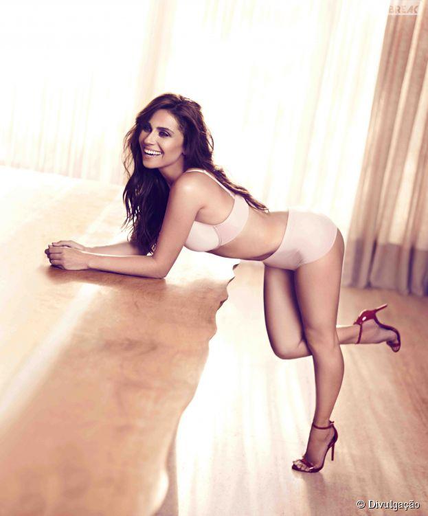 Giovanna Antonelli posa sensual e esbanjna boa forma em campanha