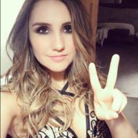 """Dulce Maria, ex-RBD, fala sobre beijo em mulher em série: """"Muito difícil, gosto de homens"""""""