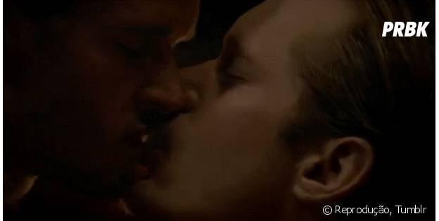 "Alexander Skarsgard e Ryan Kwanten em cena quente de ""True Blood"""