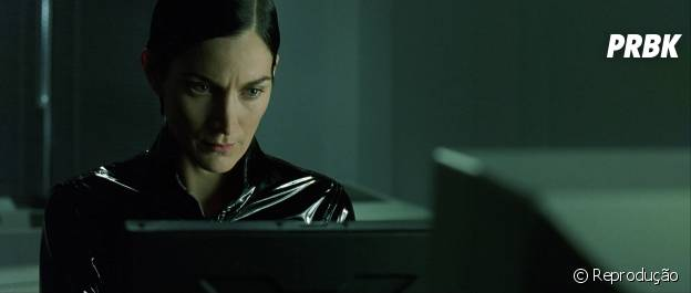 "Trinity hackeando HDs em ""Matrix"""