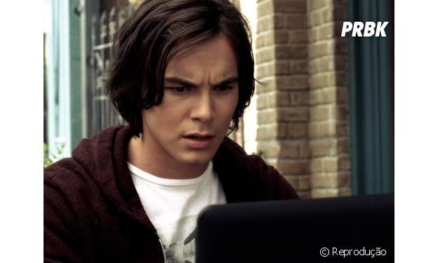 """Em """"Pretty Little Liars"""" as meninas contam com a ajudinha do namorado da Hanna para hackear sistemas"""