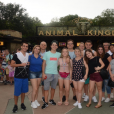 Larissa Manoela e Thomaz Costa levaram suas famílias para a viagem à Orlando