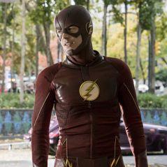 """Em """"The Flash"""": na 4ª temporada, Barry (Grant Gustin) tem ajuda de herói clássico dos quadrinhos!"""