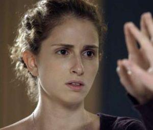 """Em """"A Força do Querer"""": Ivana (Carol Duarte) começa a ver as primeiras mudanças em seu corpo"""