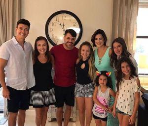 A atriz Larissa Manoela é vizinha do apresentador Rodrigo Faro nos EUA