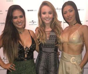 Larissa Manoela foi ao show das cantoras Simone e Simaria em Miami