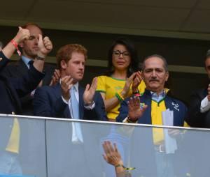 O príncipe Harry veio ao Brasil para cumprir a agenda de da realeza britânica e ainda viu o Brasil jogar contra Camarões