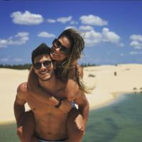"""Arthur Aguiar pediu Mayra Cardi em casamento antes de dizer """"Eu te amo"""": """"Quarto dia de namoro"""""""