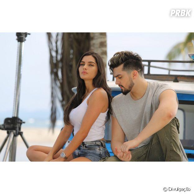 """Luan Santana gravou o clipe de """"Acertou a Mão"""" junto com a modeloLaura Quintero"""