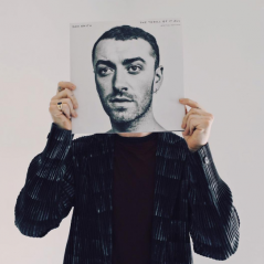 "Sam Smith lança música ""Pray"" e divulga detalhes do CD ""The Thrill Of It All"""