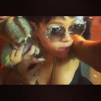 Rihanna posta foto com animal protegido por lei e duas pessoas são presas
