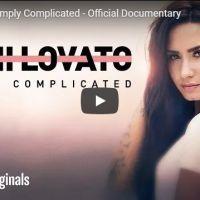 """Demi Lovato lança documentário """"Simply Complicated"""" no Youtube e fãs comemoram nas redes sociais"""