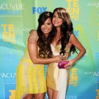 """Selena Gomez segue Demi Lovato no Instagram e deixa declaração: """"Te amo"""""""