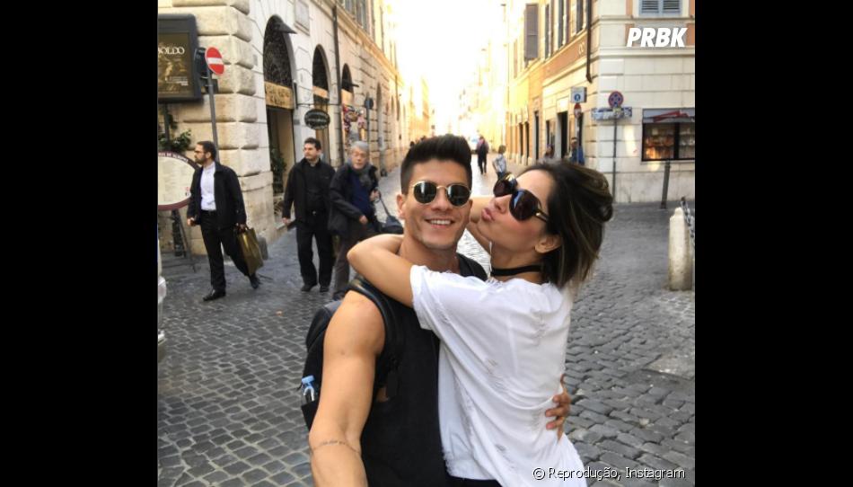 Arthur Aguiar e Mayra Cardi trocam declarações após viagem pela Europa