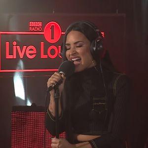"""Demi Lovato faz cover de """"Too Good At Goodbyes"""", de Sam Smith, em programa da BBC Radio 1"""