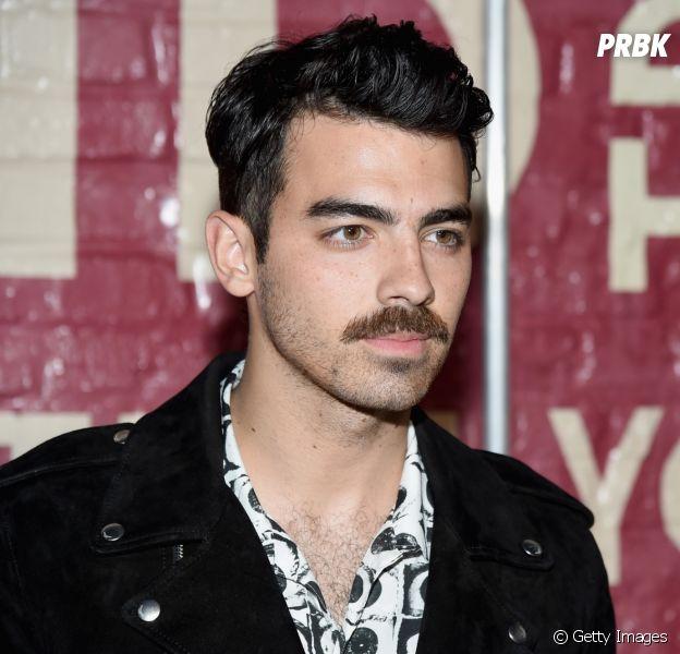 No Brasil, Joe Jonas ouve pagode e posta vídeo no Stories!
