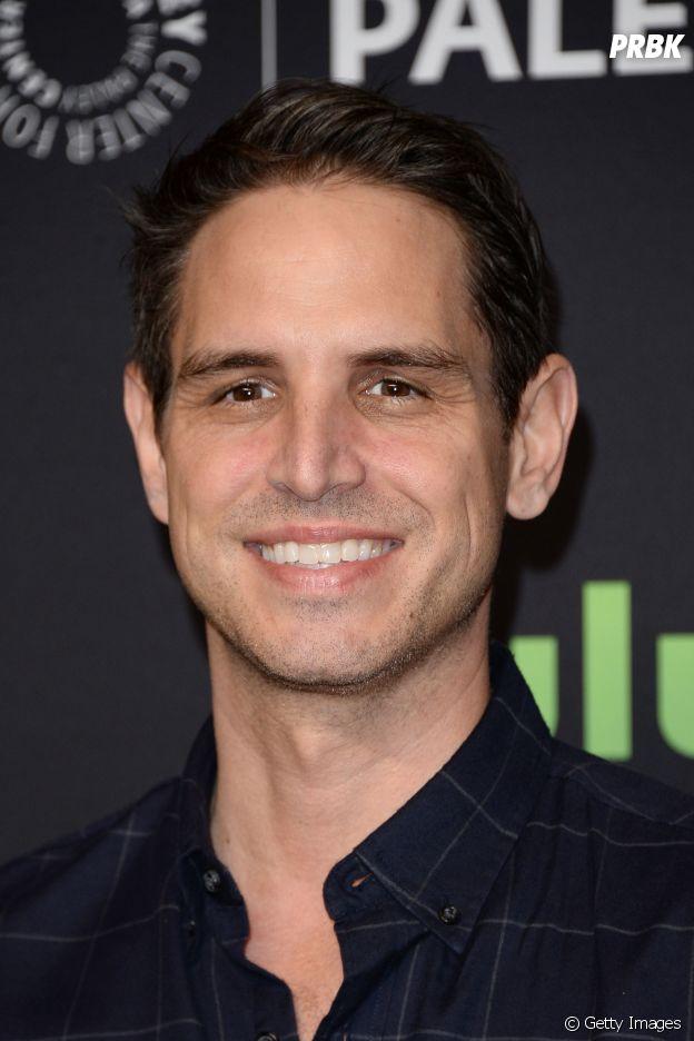 """Greg Berlanti substitui Andrew Kreisberg como produtor executivo do universo de """"Arrow"""""""