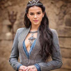 """Bruna Marquezine, em """"Deus Salve o Rei"""", chora assistindo 1º clipe da novela: """"Me emocionei"""""""