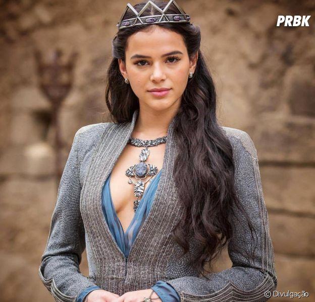 """Bruna Marquezine, em """"Deus Salve o Rei"""": atriz se emociona ao ver primeiro clipe da novela"""