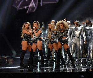 """Meninas do Little Mix lançam clipe fofo e dedicam música """"Nothing Else Matters"""" aos fãs"""